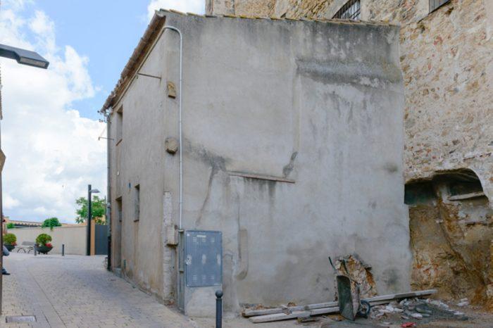 L'Ajuntament recupera un tram de la muralla amb l'enderroc d'una casa