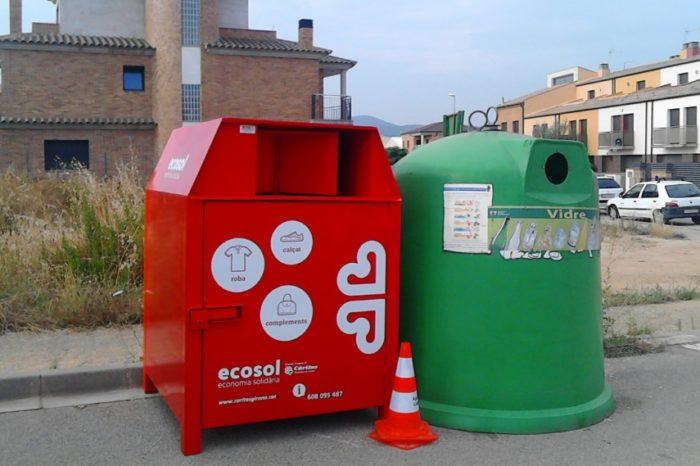 Nous contenidors de recollida de roba de Caritas a Llagostera