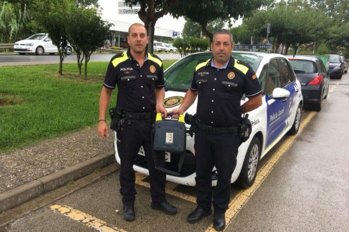 La Policia Local salva un senyor fent ús del desfibril·lador